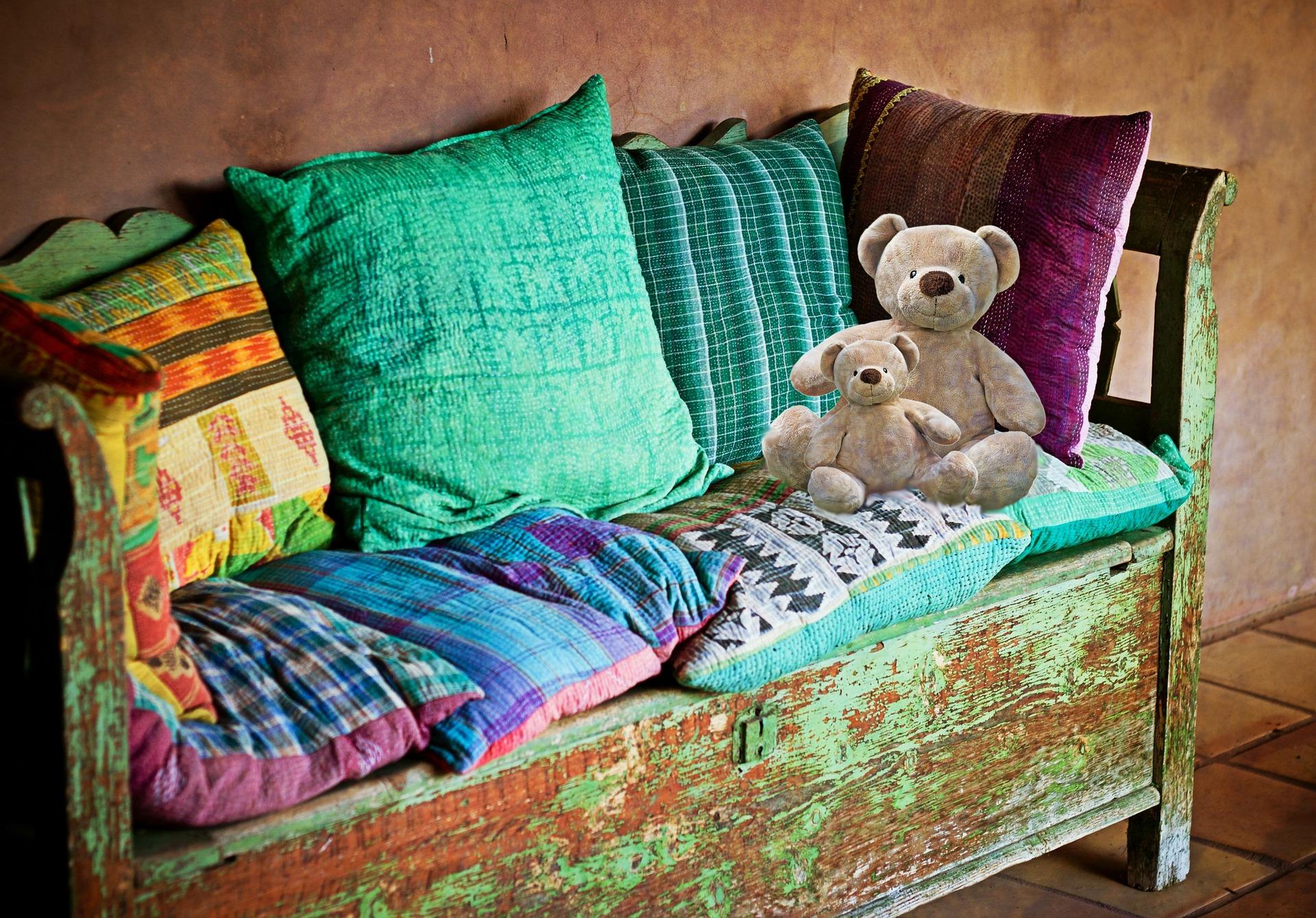 aranżacje wnętrz - kolorowe poduszki